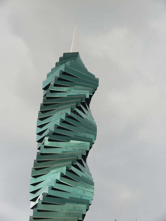 Kaarswolkenkrabber in Panama stock fotografie