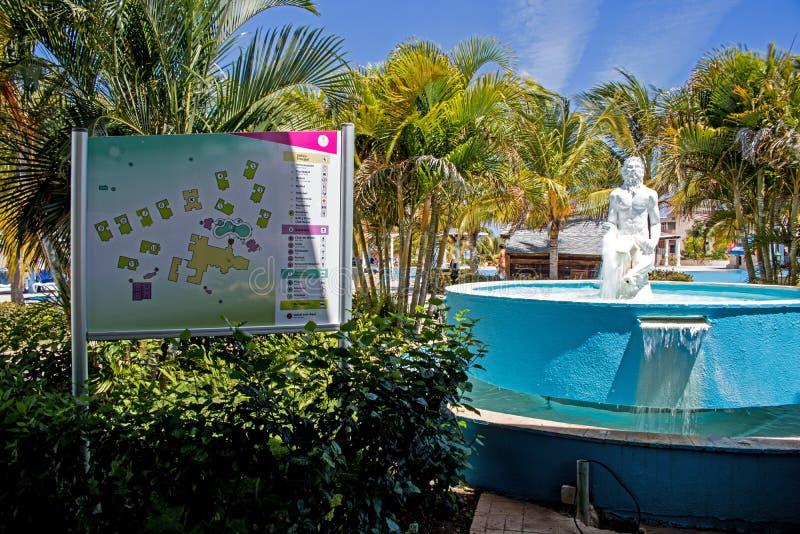 Kaart en Fontein bij de Toevlucht van Playa Paraiso in Cayo Coco, Cuba royalty-vrije stock fotografie