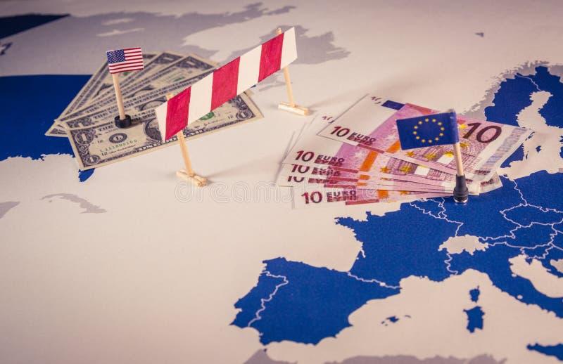 Kaart van Amerika en de EU met een barrière wordt gescheiden die royalty-vrije stock foto