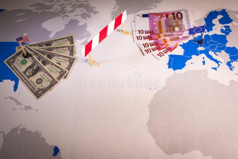 Kaart van Amerika en de EU met een barrière wordt gescheiden die royalty-vrije stock fotografie