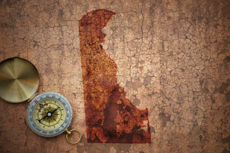 Kaart van de staat van Delaware op een oud uitstekend barstdocument royalty-vrije stock afbeelding