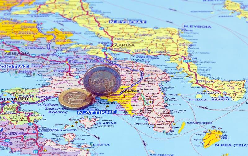Kaart van Griekenland en euro muntstukken stock foto's