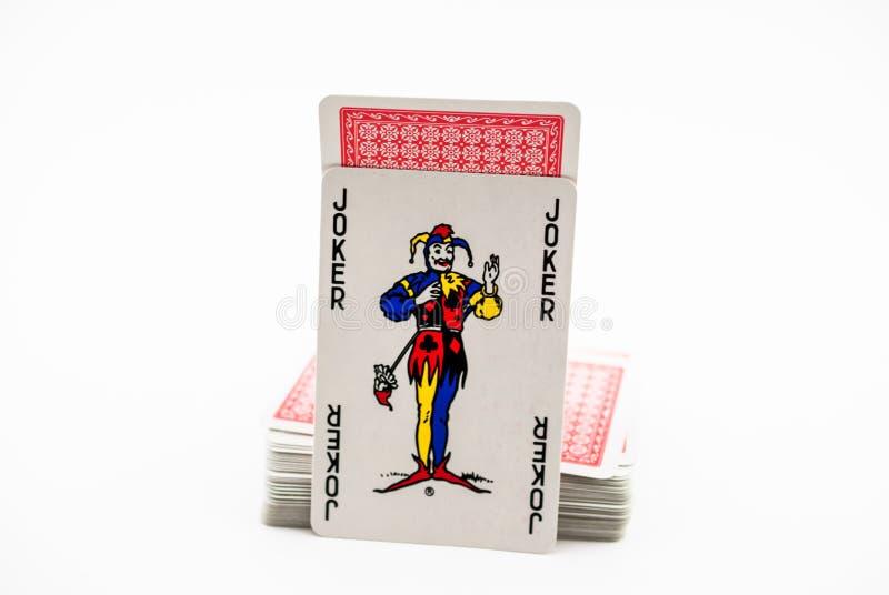 Kaartjoker naast een dek van kaarten royalty-vrije stock afbeeldingen