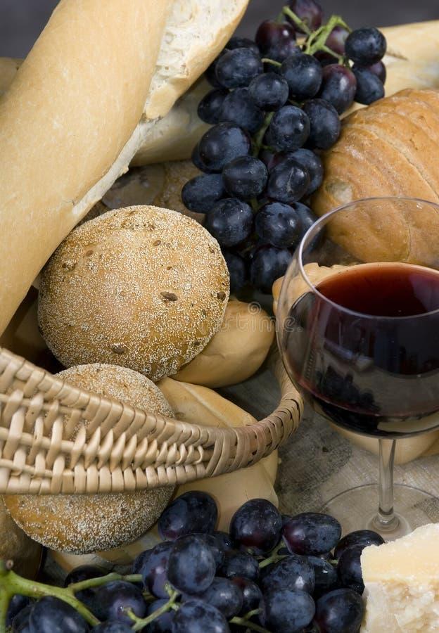 Kaas en Wijn 2 van het brood royalty-vrije stock afbeeldingen
