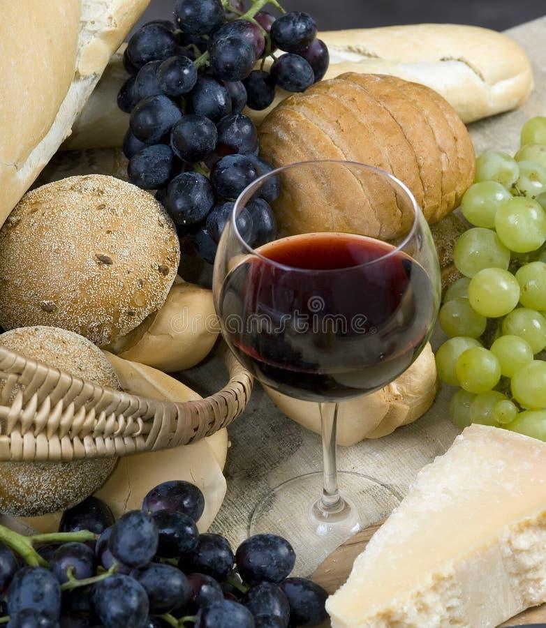 Kaas en Wijn 5 van het brood royalty-vrije stock afbeeldingen