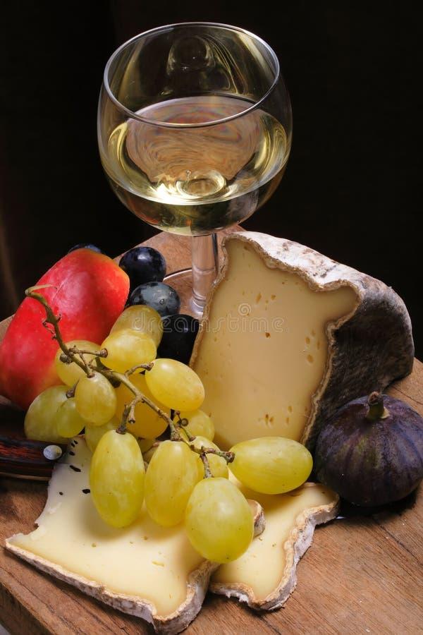 Kaas, vruchten, wijn royalty-vrije stock afbeeldingen