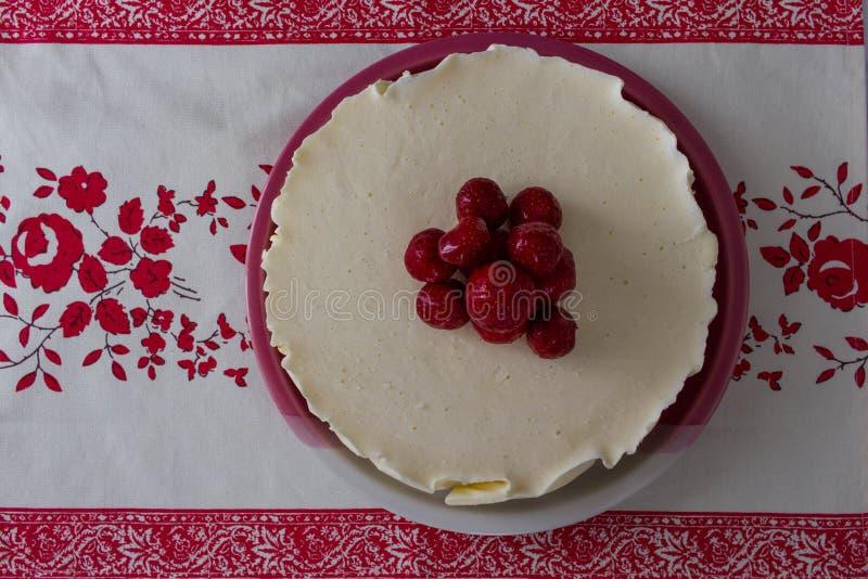 Kaastaart met aardbeien stock afbeelding