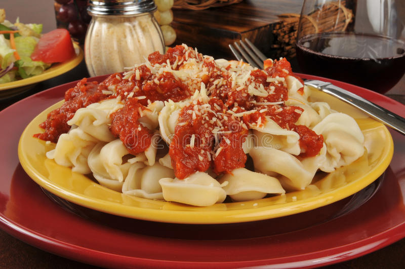 Download Kaastortellini stock foto. Afbeelding bestaande uit parmesan - 39116858