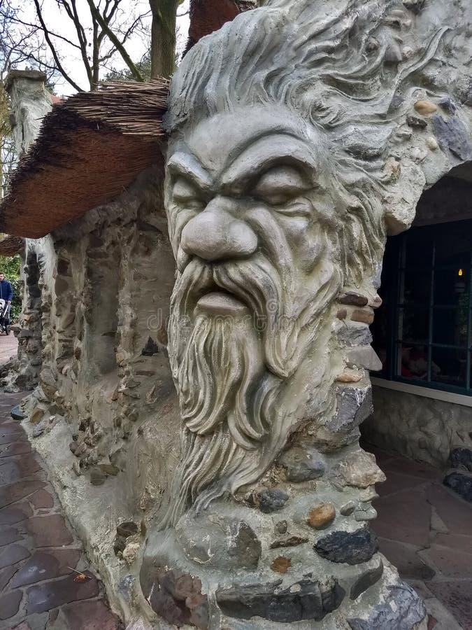 Kaatsheuvel/Pays-Bas - 29 mars 2018 : Tête géante d'un homme avec la barbe dans le parc à thème Efteling photographie stock libre de droits