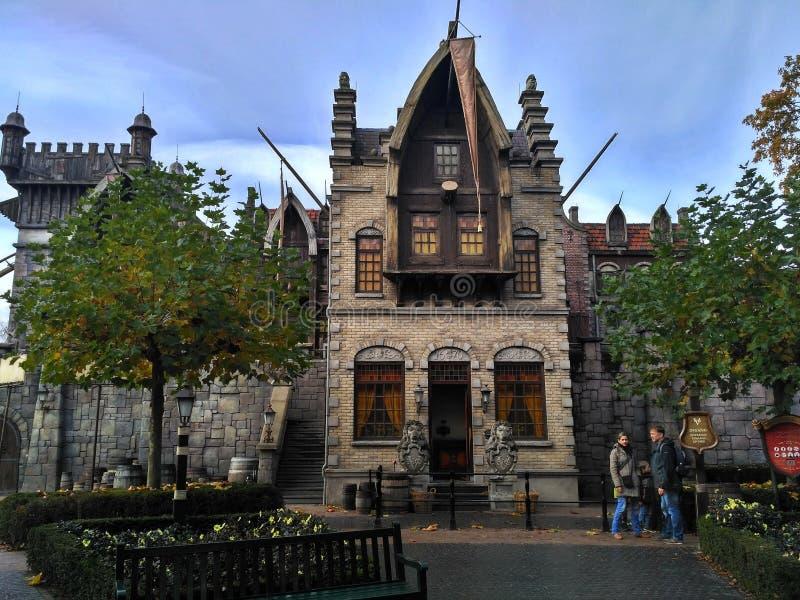 Kaatsheuvel/Pays-Bas - 3 novembre 2016 : Château de conte de fées dans le parc à thème Efteling photo libre de droits