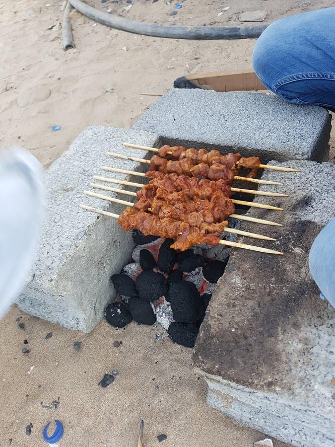 Kabaabs cozinhou no fumo de carvão imagens de stock
