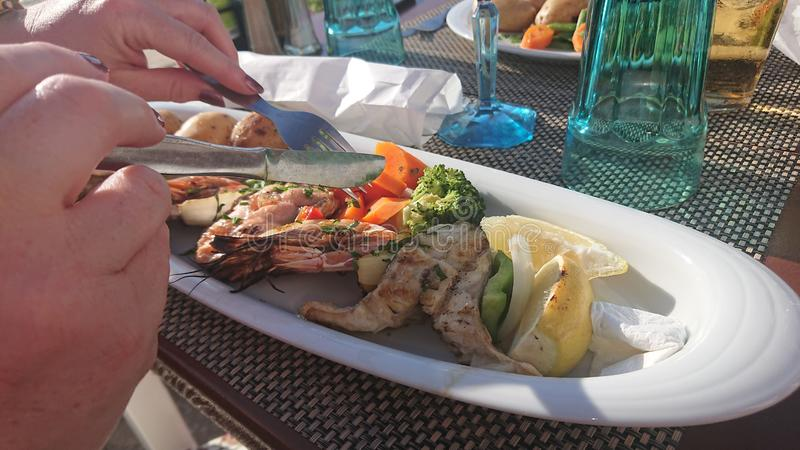 Kabab de poisson de mer de dîner images stock