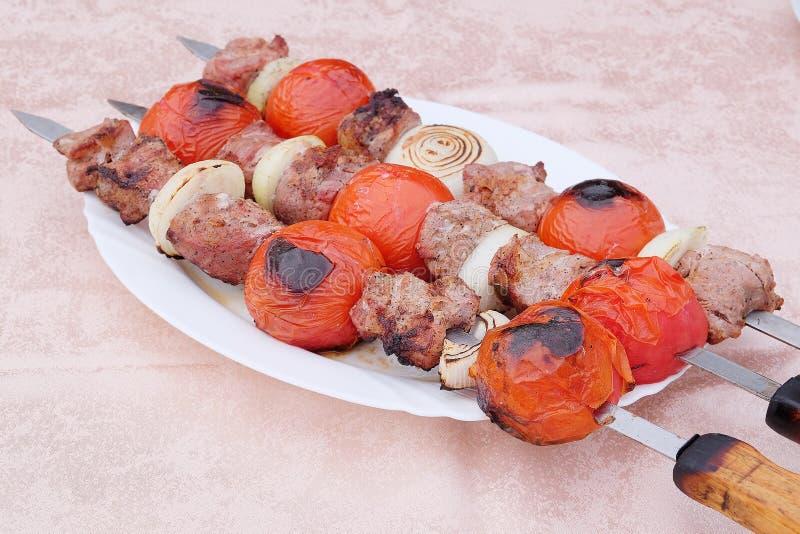 Kababs de boeuf sur le gril photo stock