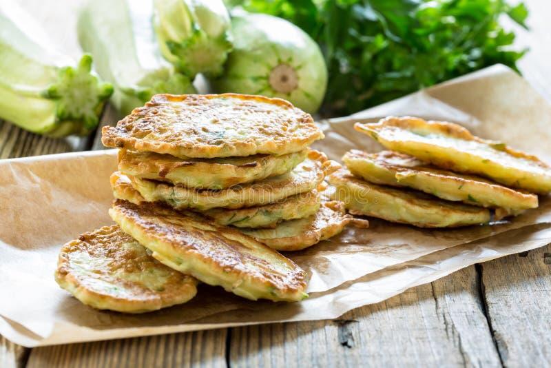 Kabaczka i zucchini fritters zdjęcia royalty free
