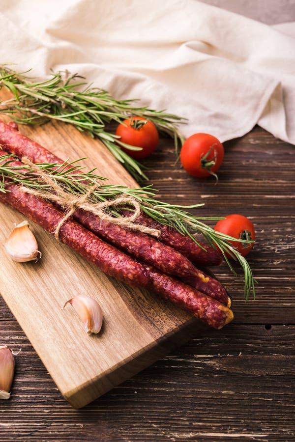 Kabanosy - saucisses de proc polonaises fumées photographie stock