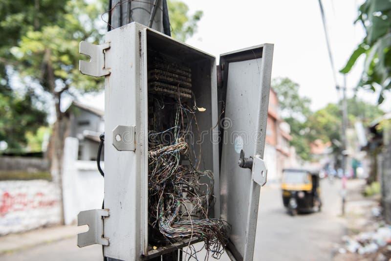 Kabel-Drähte Im Elektrischen Kasten Stockfoto - Bild von bolzen ...