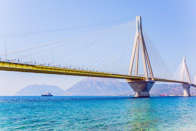 Kabel-gebleven brug over de Golf van Corinth royalty-vrije stock afbeelding