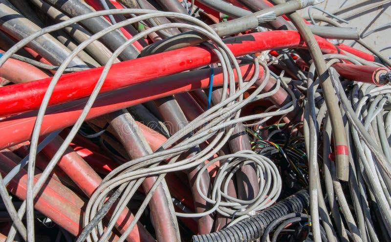 Download KABEL I Inne Długości Miedziany Drut W Du Obraz Stock - Obraz złożonej z energia, czerwień: 53792581