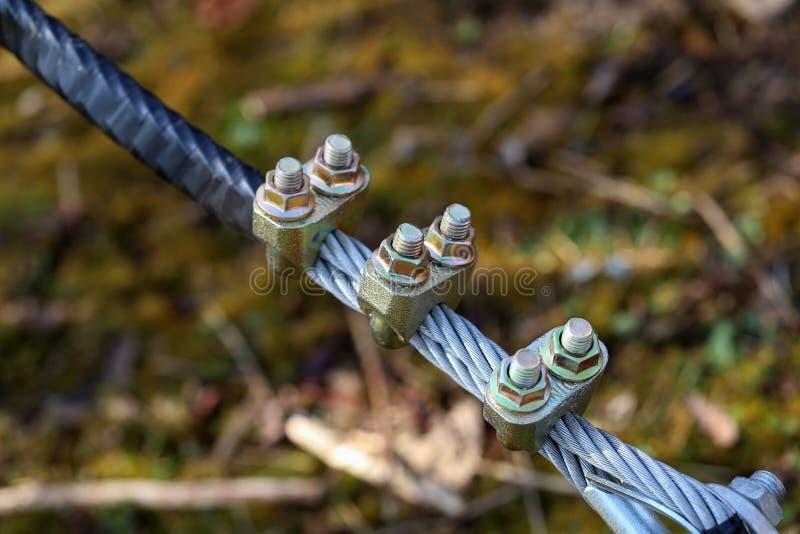Kabel met bouten en noten stock foto