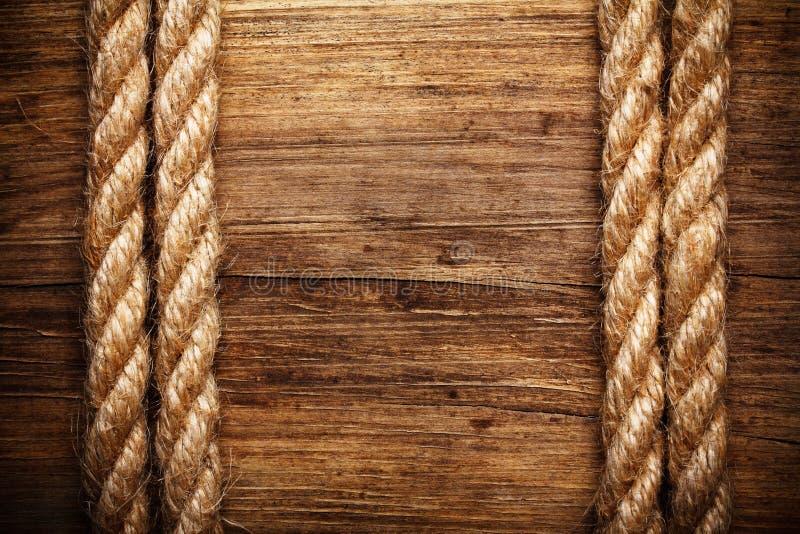 Kabel op doorstaan hout stock foto