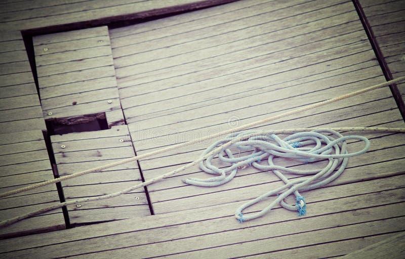 Download Kabel op het hout stock foto. Afbeelding bestaande uit kabel - 54081356