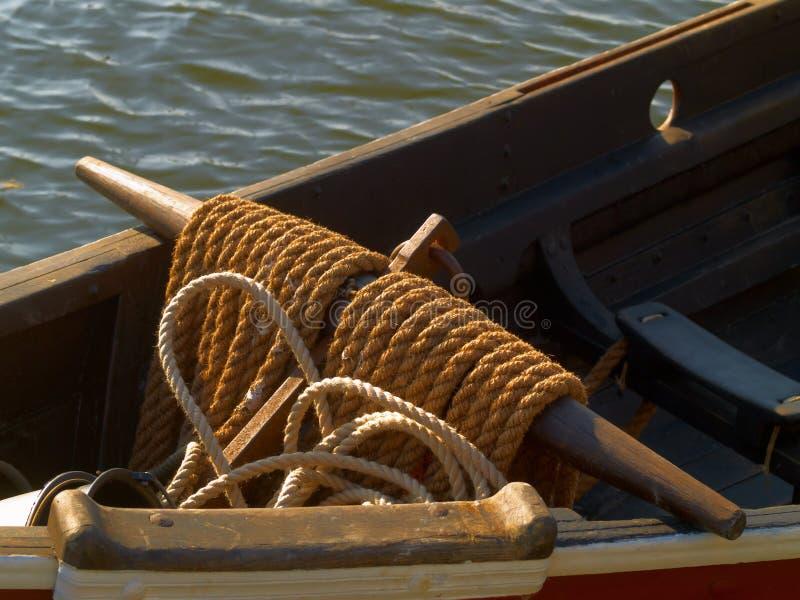 Kabel op oude boot stock afbeelding