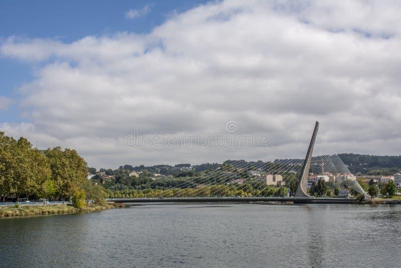 Kabel zostawał bridżowym nad rzecznym Lerez w Pontevedra obrazy royalty free
