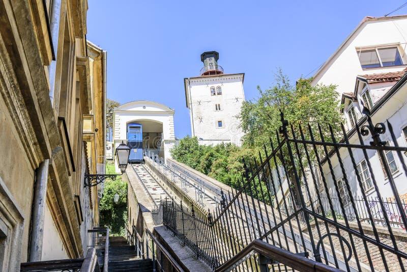 Kabelbaan en Kula Lotrscak in Zagreb royalty-vrije stock fotografie