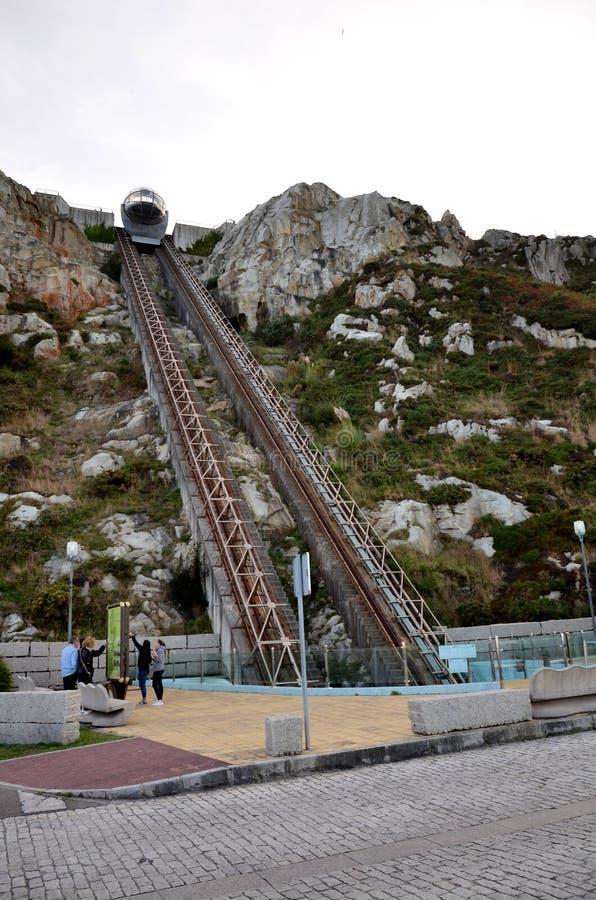 Kabelbaan om de heuvel te beklimmen stock afbeelding