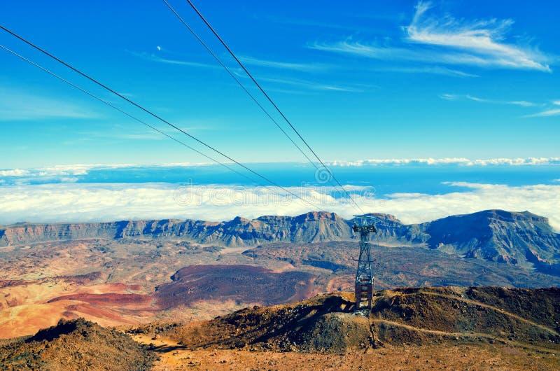 Kabelbaan op de vulkaan Teide Toeristische manier aan Pico del Teide-berg royalty-vrije stock afbeeldingen