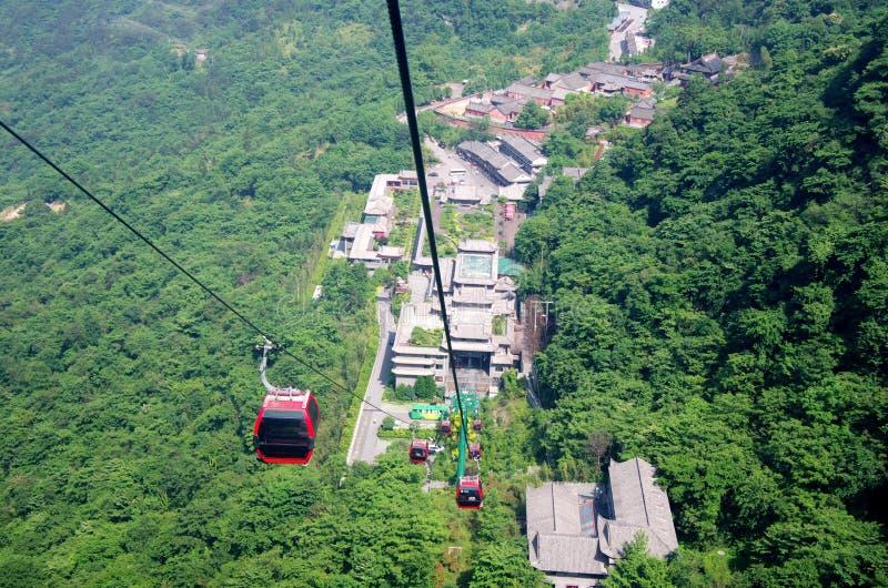 Kabelbahnen von Bergen Wudang, China lizenzfreie stockfotos