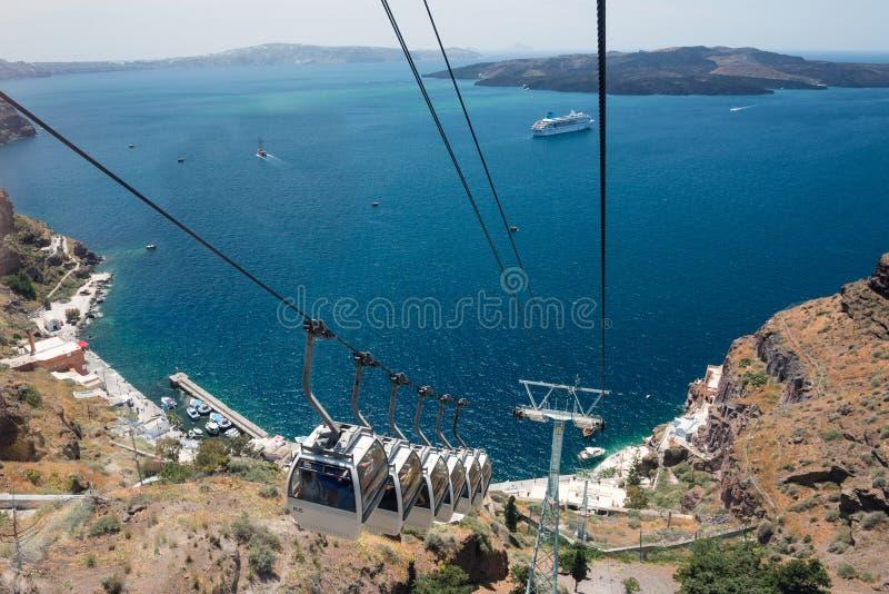 Kabelbil som används mellan Fira och port, Santorini, Grekland royaltyfria foton