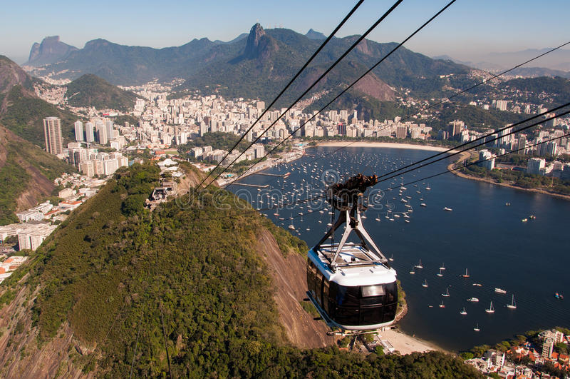 Kabelbil till det Sugarloaf berget i Rio de Janeiro royaltyfria foton