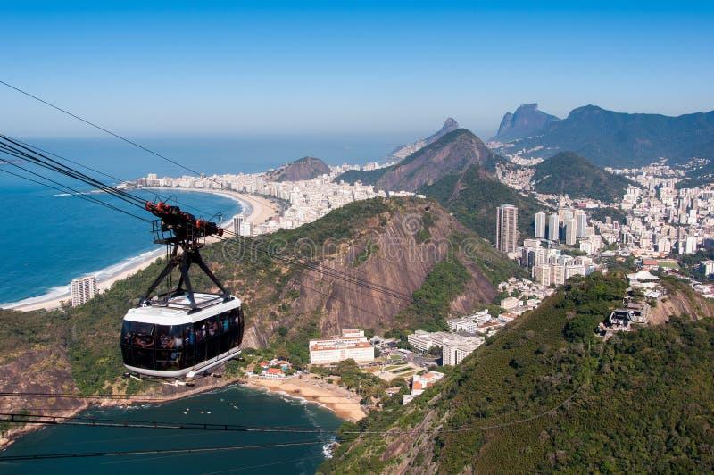 Kabelbil till det Sugarloaf berget i Rio de Janeiro arkivfoto
