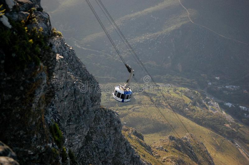 Kabelbilen i tabellberg parkerar i Cape Town, Sydafrika royaltyfria bilder