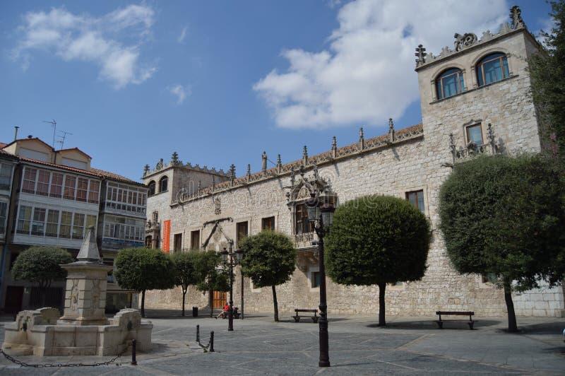 Kabelhusslotten av konstaplarna av Castilla daterade i det 15th århundradet i Liberty Square i Burgos Augusti 28, 2013 Burgos arkivfoton