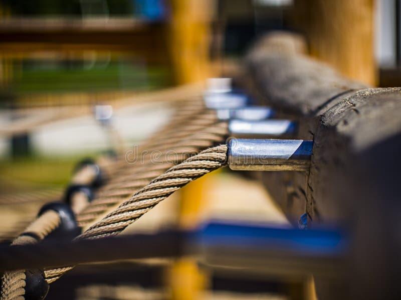 kabels vast in een houten straal royalty-vrije stock foto