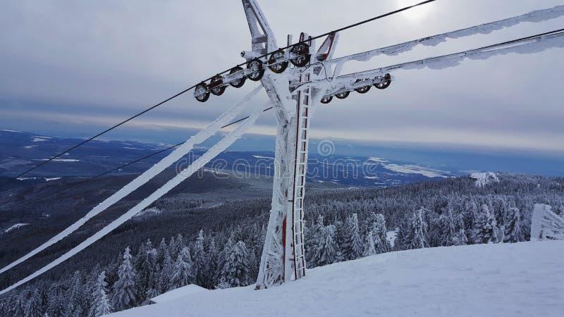 Kabels voor skiauto's stock afbeelding