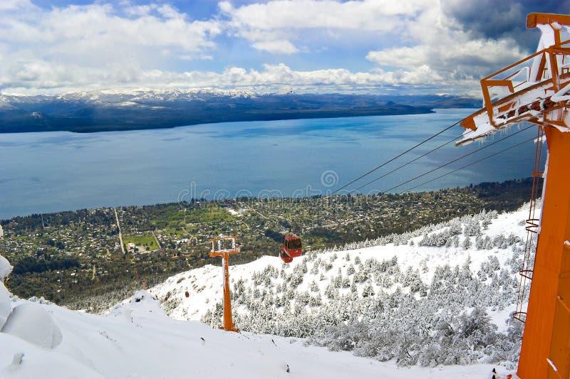 Kabelspoor over de sneeuw royalty-vrije stock foto