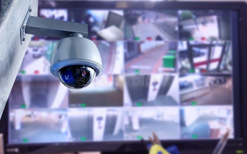 Kabeltelevisie-de monitor van de veiligheidscamera in de bureaubouw royalty-vrije stock afbeeldingen