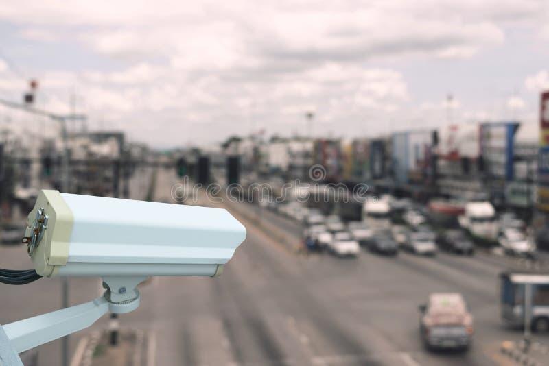 Kabeltelevisie lucht voor veiligheid op de weg of in stad en met zacht royalty-vrije stock fotografie