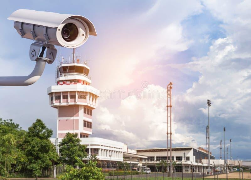 Kabeltelevisie of televisieveiligheidssysteem die met gesloten circuit bij luchthaven werken stock afbeeldingen