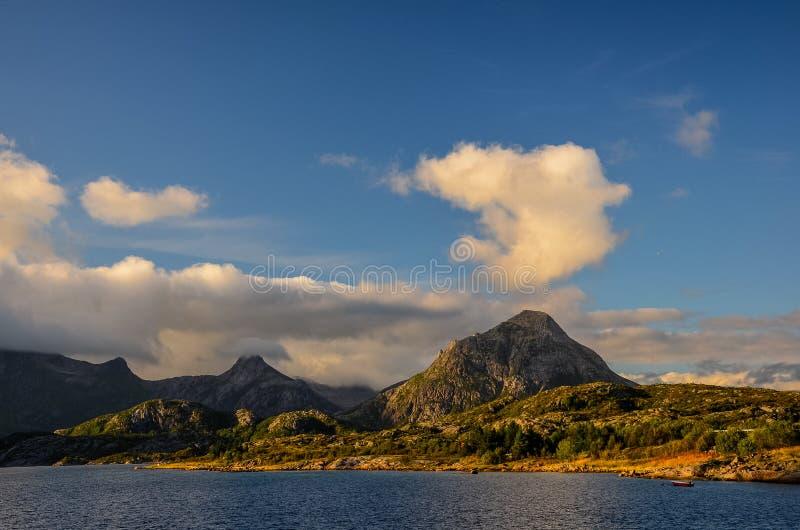 KabelvÃ¥g στα νησιά Lofoten στοκ εικόνες με δικαίωμα ελεύθερης χρήσης