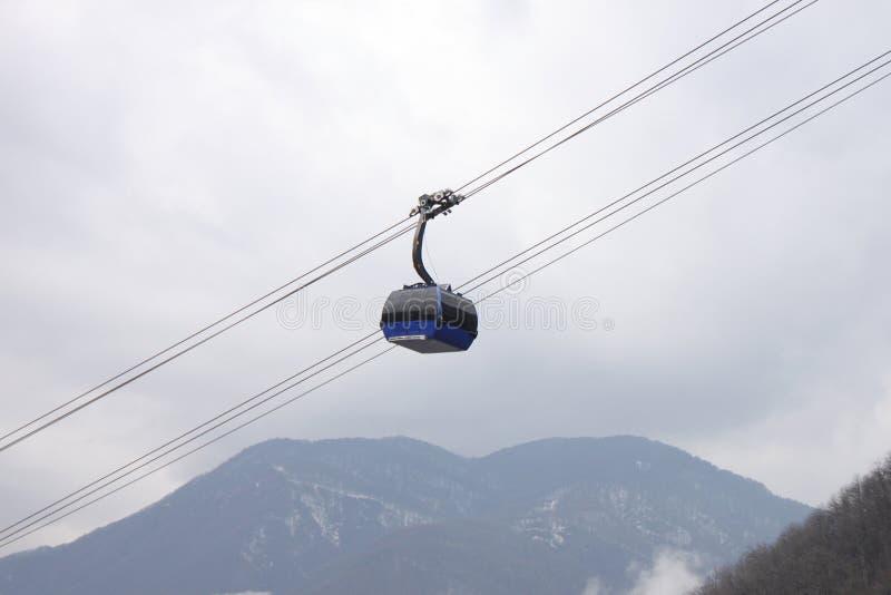 Download Kabelwagen in bergen stock afbeelding. Afbeelding bestaande uit vervoer - 39107375