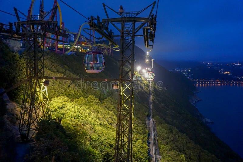 Kabelwagen bij nacht in Hong Kong Ocean Park stock afbeeldingen