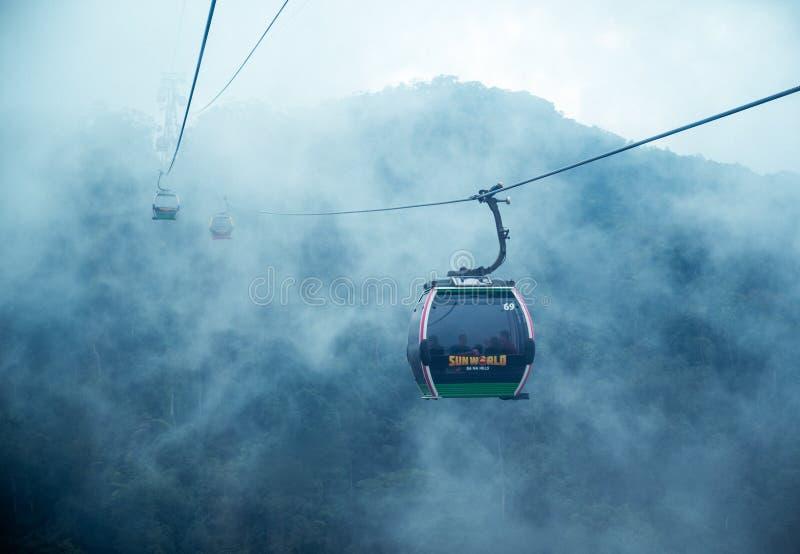 Kabelwagen in de mist Mooie aardsleep DA nang, Vietnam royalty-vrije stock fotografie