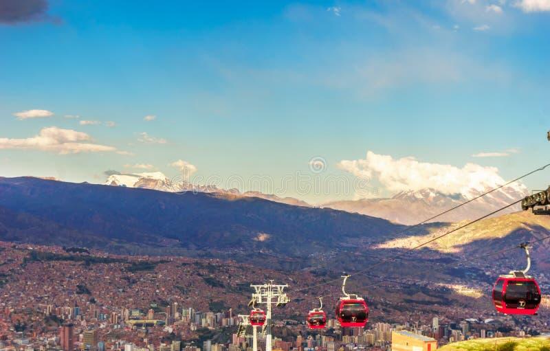 Kabelwagen en cityscape van La paz in Bolivië royalty-vrije stock foto's