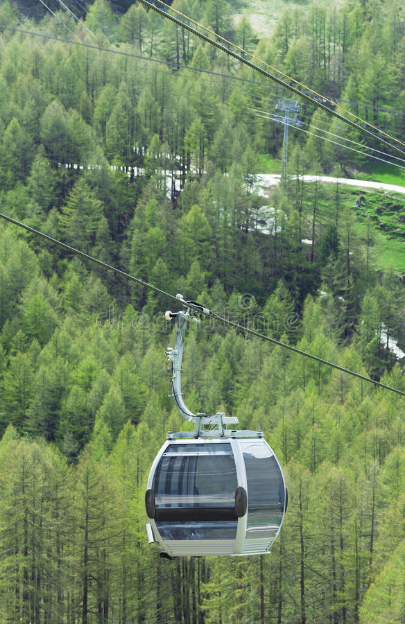 Kabelwagen in Zwitserland stock foto