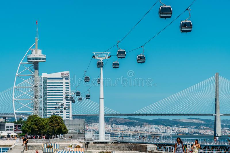Kabelwagenrit van het Park van Parque das Nacoes van Naties in Lissabon stock afbeelding