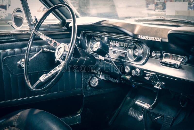 Kabin av Ford Mustang Fastback, 1965 royaltyfri foto